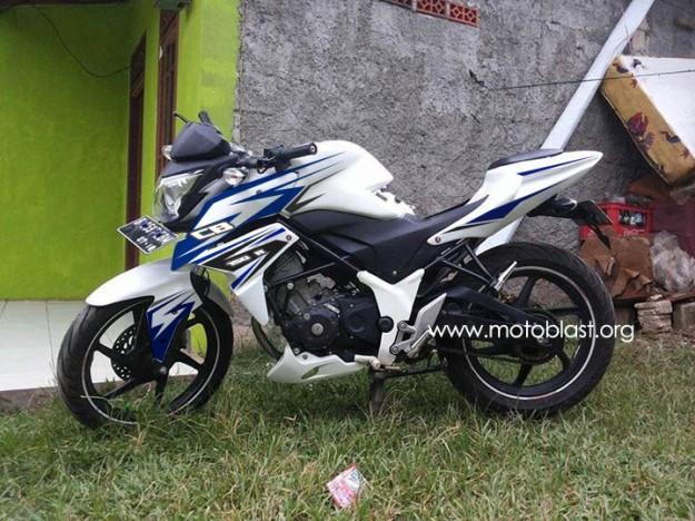 cb150R-white-1