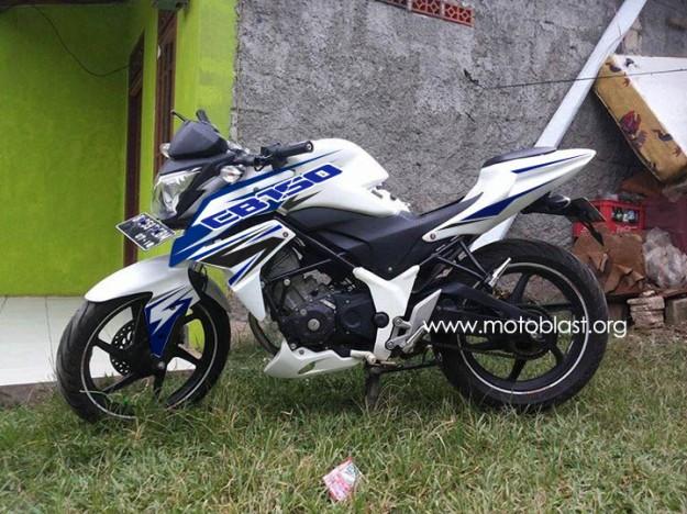 cb150R-white-2