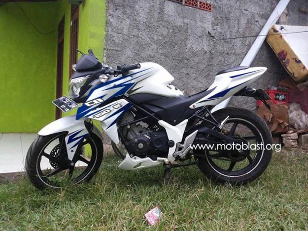 cb150R-white-3