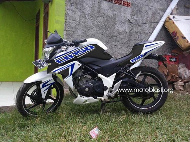 cb150R-white-4