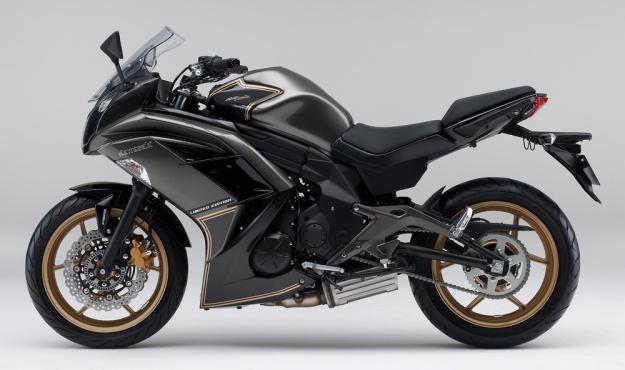 2015-Kawasaki-Ninja-400-LimitedEdition-002